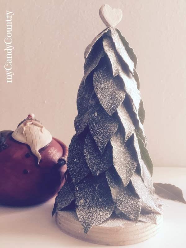 Lavoretti Di Natale Con Materiali Naturali.Alberi Di Natale Con Foglie Di Alloro Natale Creativo Fai