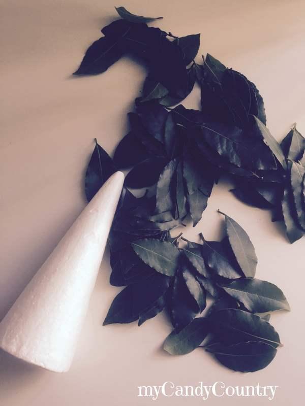 Alberi di Natale con foglie di alloro - Natale Creativo fai-da-te home decor legno e natura Natale fai da te Riciclo Creativo