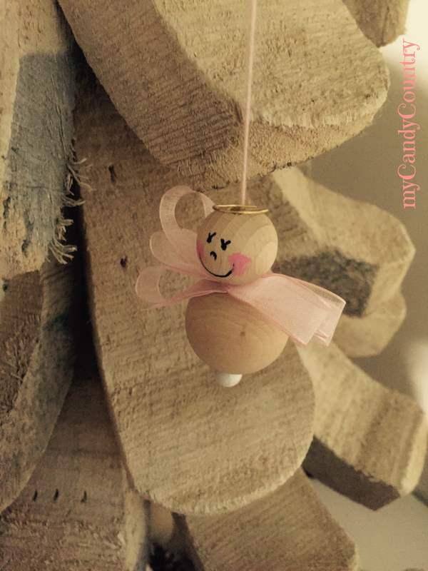 Angioletto fai da te con perle di legno - Natale Creativo home decor legno e natura Natale fai da te regali fai da te
