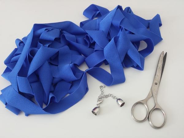 Collana fai da te con nodi : come realizzare una collana estiva d'effetto Bijoux fai da te creativapp stoffa e lana