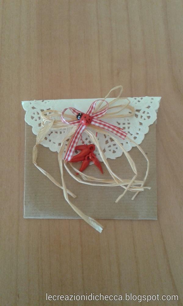 Come fare una bustina di carta decorata per mille occasioni carta e cartone Cerimonie fai da te creativapp packaging regali fai da te San Valentino fai da te