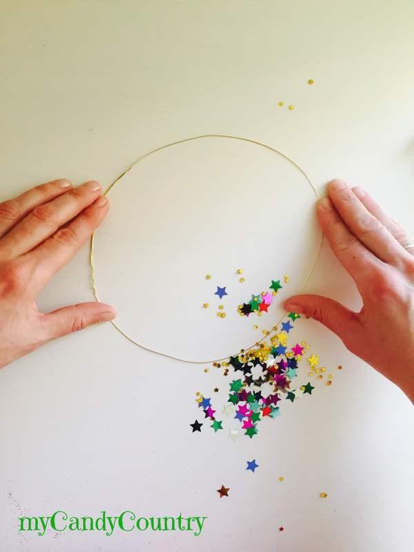 Coroncine fai da te per Capodanno bambini Capodanno fai da te metallo plastica