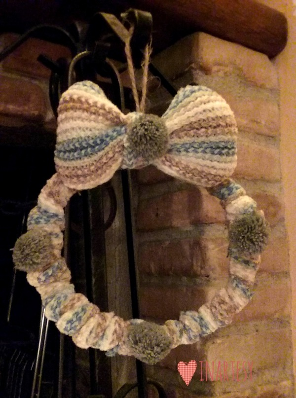 Creare una ghirlanda riciclando una vecchia sciarpa creativapp home decor Inverno fai da te metallo Riciclo Creativo stoffa e lana