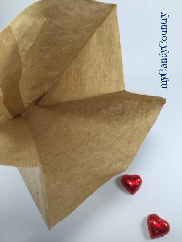 Festa del Papà: creare un pacchetto di carta a forma di camicia carta e cartone Festa del papà fai da te Riciclo Creativo