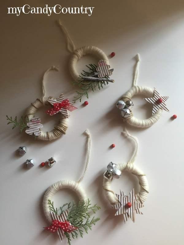 White Christmas Together - Ghirlanda natalizia con anelli delle tende home decor legno e natura Natale fai da te Riciclo Creativo