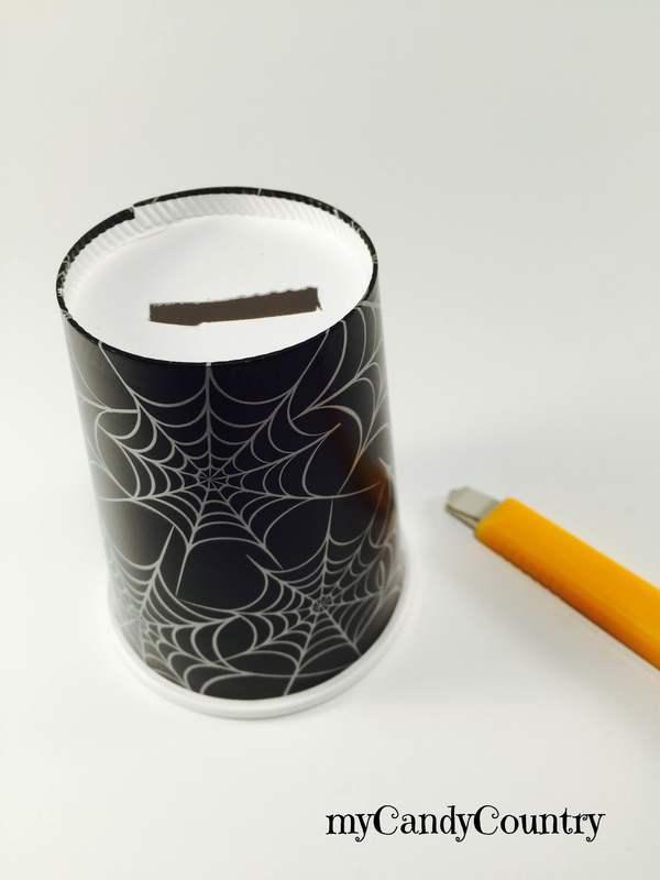 Halloween: fantasmi fai da te riciclando un cucchiaio bambini Halloween fai da te plastica Riciclo Creativo