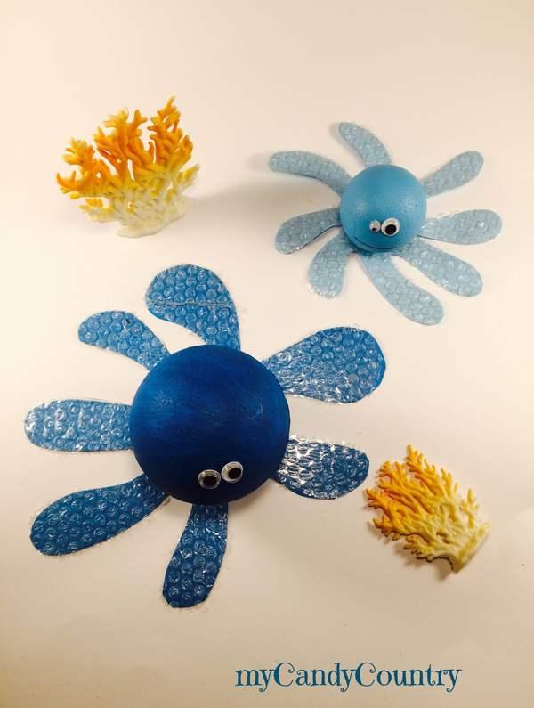 Polpo fai da te con pallina di polistirolo bambini creatività Estate fai da te plastica Riciclo Creativo