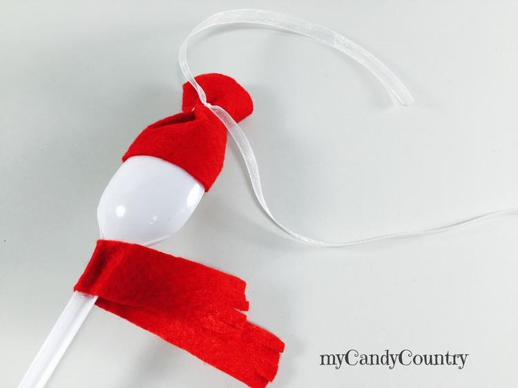 Pupazzi di neve fai da te con cucchiai di plastica Natale fai da te plastica Riciclo Creativo