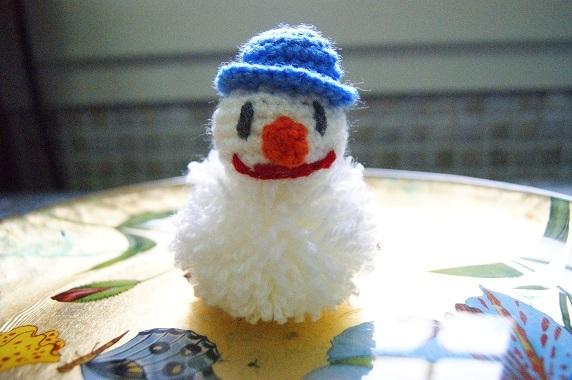 Pupazzo di Neve in Amigurumi e Pom Pom di lana amigurumi creativapp regali fai da te stoffa e lana