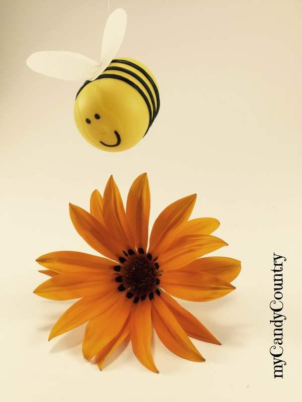 Eccezionale Riciclo Creativo: una simpatica ape nasce dai porta sorpresine  NH49