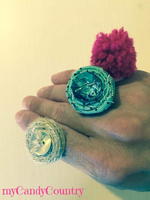 Anelli fai da te riciclando linguette del tetrapak Bijoux fai da te plastica Riciclo Creativo spago stoffa e lana