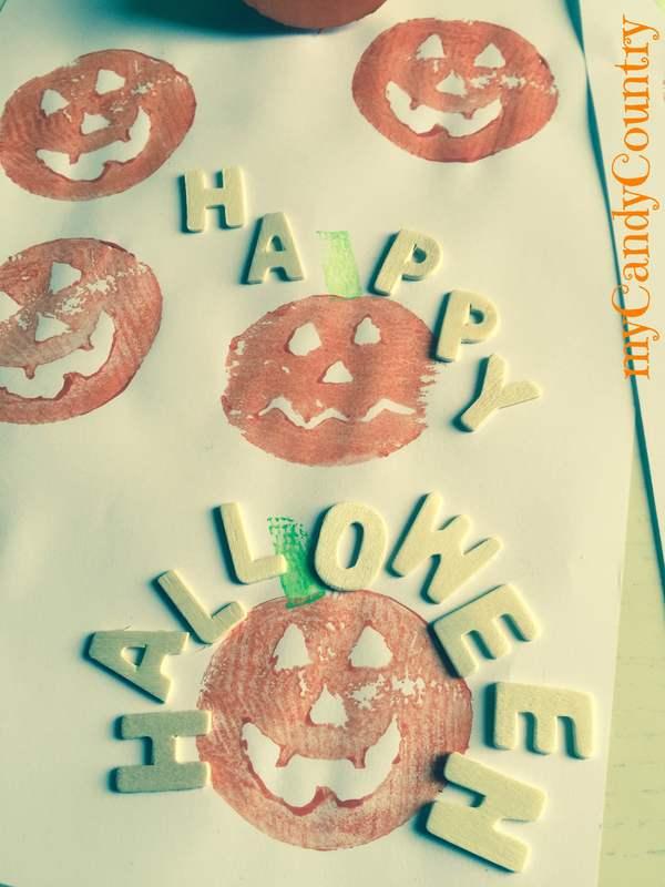 Stampini di patate a forma di zucca bambini creatività Halloween fai da te legno e natura