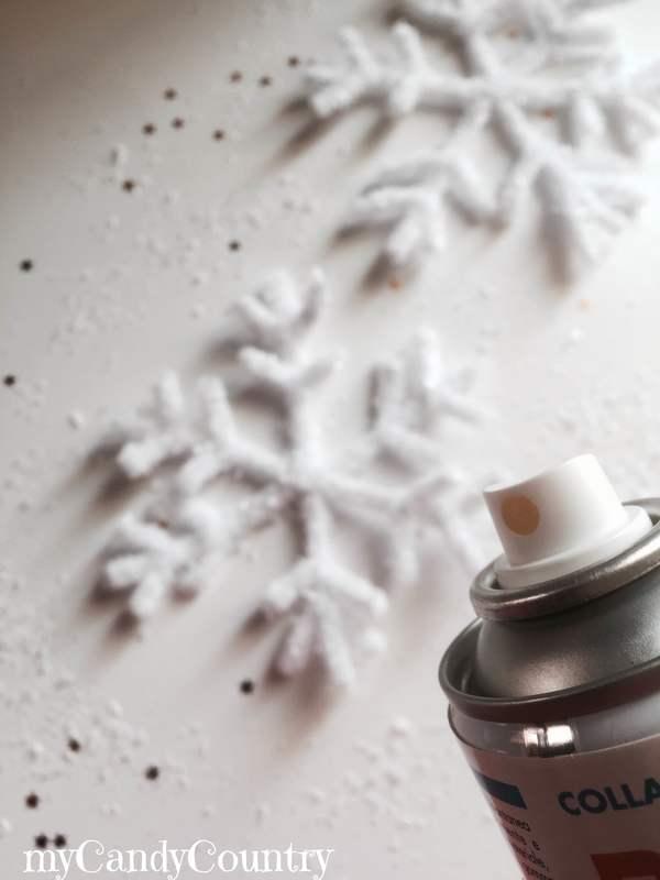 Fiocchi di neve fai da te con stecche di ciniglia creatività home decor Natale fai da te plastica