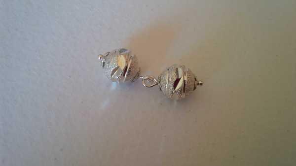 Regali fai-da-te: come fare gemelli di bigiotteria Bijoux fai da te Compleanni fai da te creativapp metallo regali fai da te