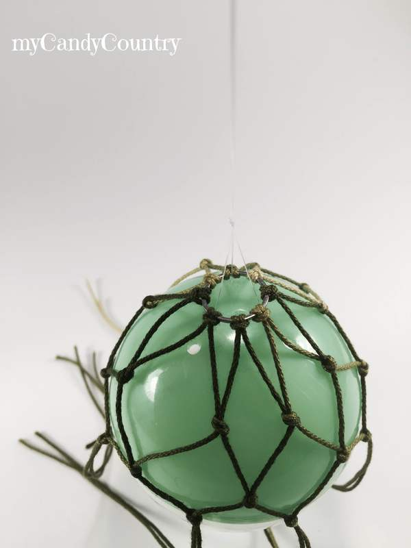 Mongolfiera fai-da-te riciclando la pallina delle sorpresine bambini home decor metallo plastica