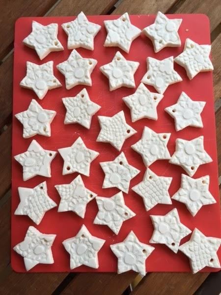 Stelline per l'albero di Natale in pasta di bicarbonato creativapp creatività Natale fai da te