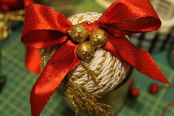 Palline di Natale fai-da-te con polistirolo e cordoncino creativapp home decor Natale fai da te plastica