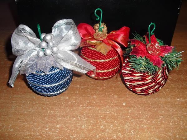 Lavoretti Di Natale Con Palline Di Polistirolo.Palline Di Natale Fai Da Te Con Polistirolo E Cordoncino