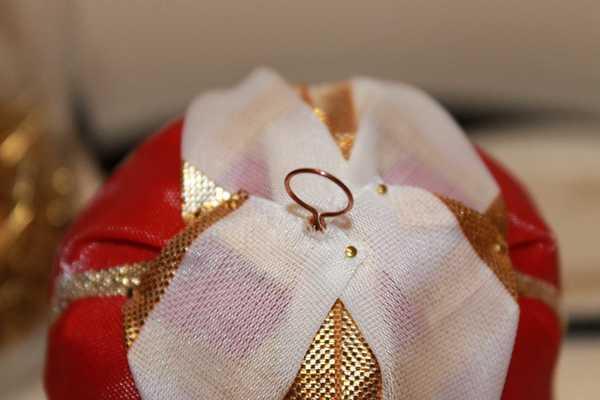 Palline di Natale fai-da-te rivestite di nastri - Tutorial creativapp home decor Natale fai da te plastica stoffa e lana