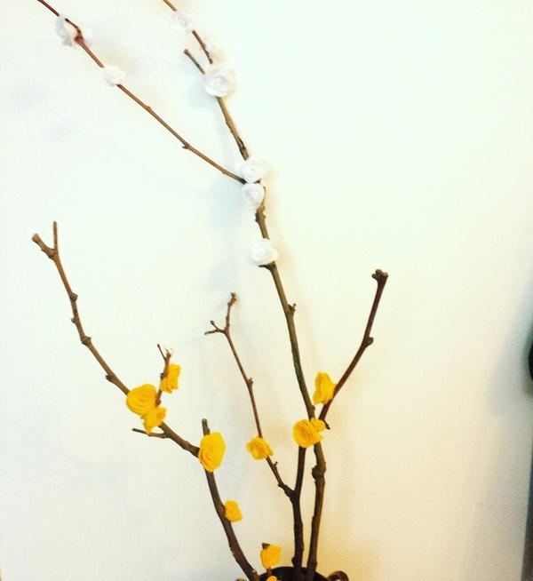 Rami fioriti per una Primavera Creativa fai-da-te creativapp feltro home decor legno e natura Primavera fai da te
