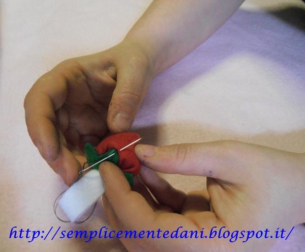 Creare una fragolina multiuso in pannolenci creativapp feltro regali fai da te