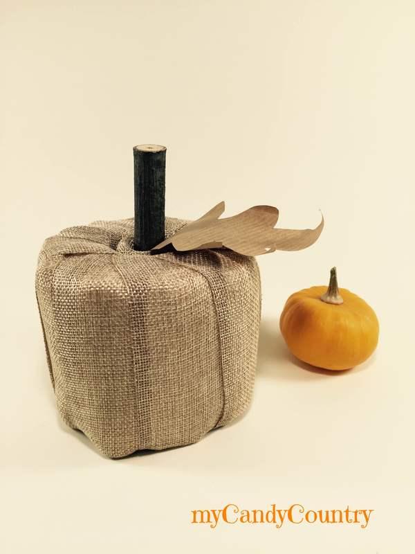 Zucche fai da te con rotolo di carta Autunno fai da te carta e cartone home decor Riciclo Creativo stoffa e lana
