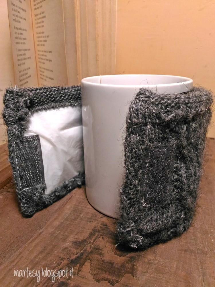 Copri tazza fai da te e la nostra bevanda rimane calda! creativapp Riciclo Creativo stoffa e lana