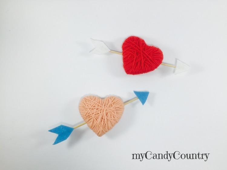 Cuori di carta fai da te riciclando un cartone carta e cartone San Valentino fai da te