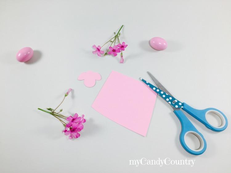 Pecorelle fai da te per Pasqua con dischetto levatrucco carta e cartone Pasqua fai da te Riciclo Creativo