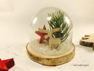 Campana in vetro natalizia riciclando tappi di plastica 4