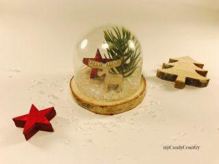 Campana in vetro natalizia riciclando tappi di plastica 5