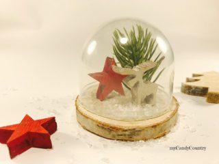 Campana in vetro natalizia riciclando tappi di plastica 6