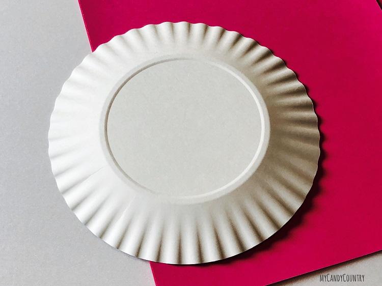 Cuore alato con ali di piatto di carta carta e cartone Riciclo Creativo San Valentino fai da te