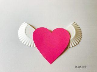 Cuore alato con ali di piatto di carta (4)4