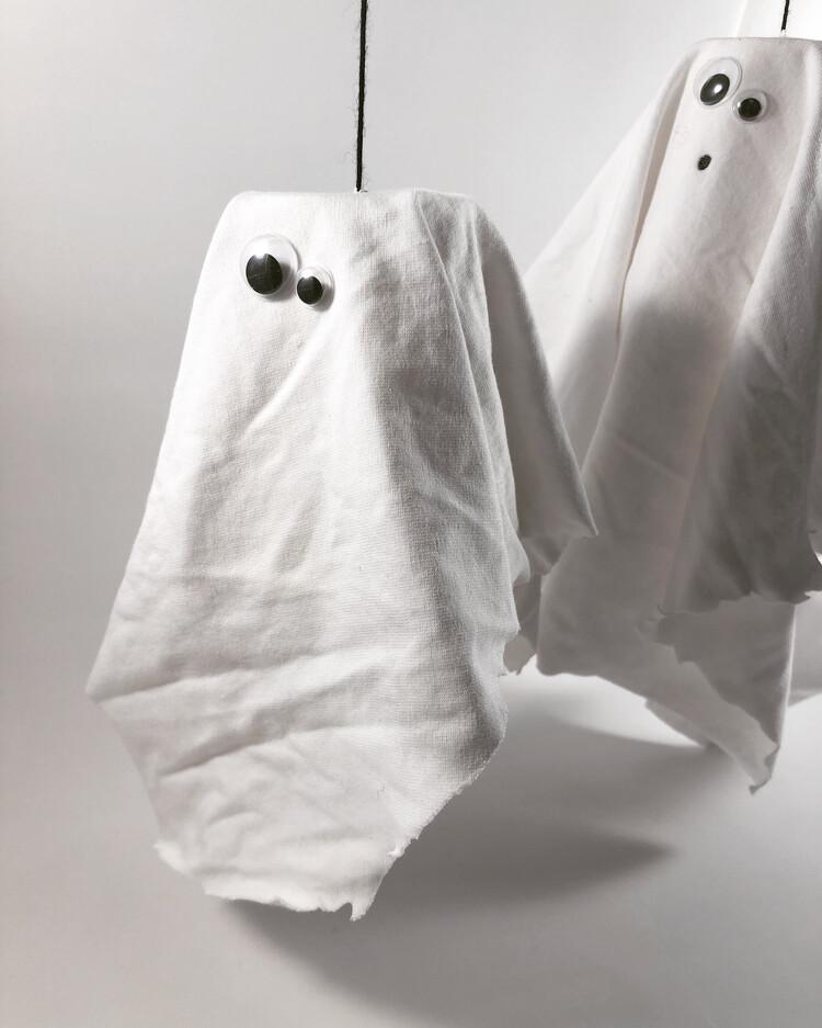 Fantasmini di Halloween fai da te Halloween fai da te Riciclo Creativo stoffa e lana